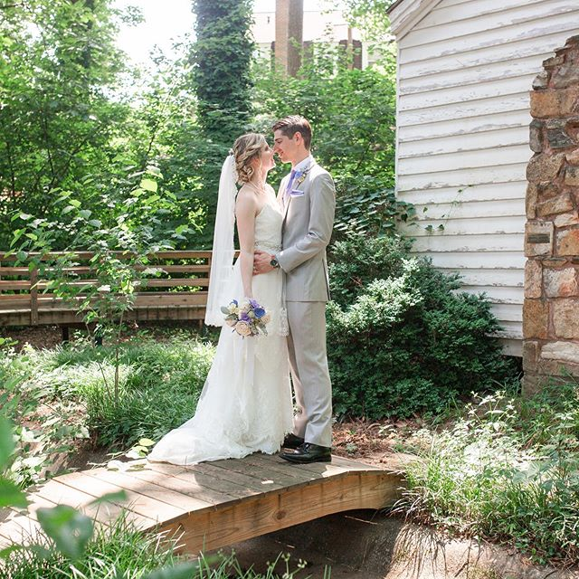 Have you looked around the property? There's more than just the house to see! Amazing photo ops at every turn...another one by @jennifermariephotographyga #bride #wedding #southernwedding #outdoorphotography #outdoorwedding #outdoorweddingvenue #decaturgeorgia