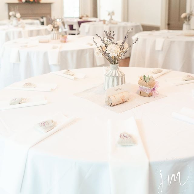 Wondering how to set up tables in the Simpson room? We have 11 (60 inch) rounds that seat 8-10 people each. Comfortable seating for up to 100 just inside the main room! #southernweddings #intimateweddings #weddingdecor #tablesettings #bride #weddings