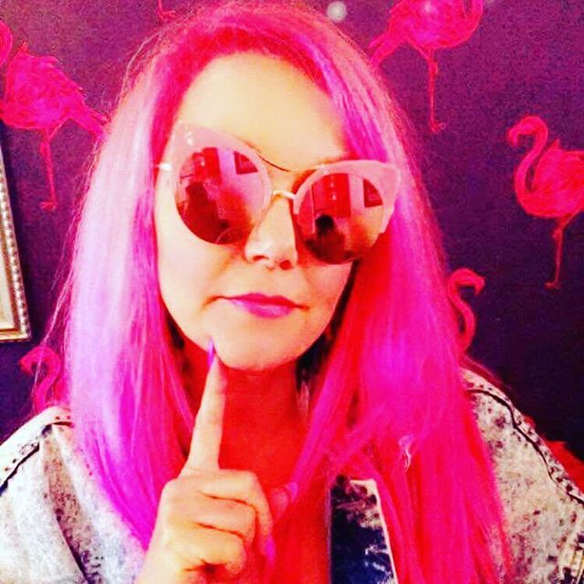 THINK PINK 😍I love the healing power of colour and how happy it makes people feel. I've had so many people run up to me and watch people's faces light up when they see me. I throw them my laser sunbeam smile and can feel the energy lift. I think I'm bright pink for life 💖