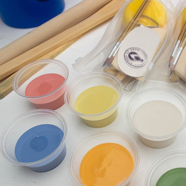 These teachers choice glazes from @amacobrent make life so easy in our classroom. We are getting ready for a Hand-building class for 4 year old students in TK. Yeah it's the cutest thing ever. We will post some pics of the class in our story.