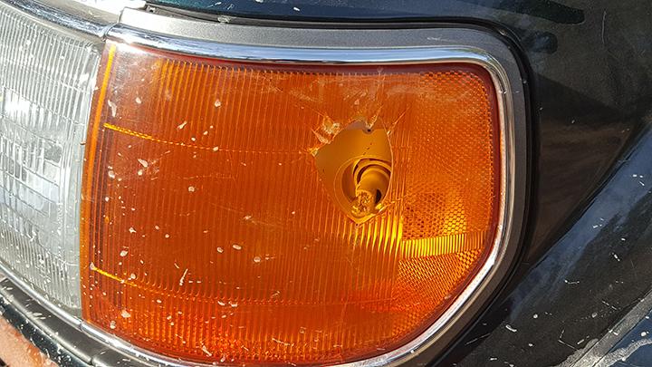 broken-parklight-at-100AW-rally.jpg