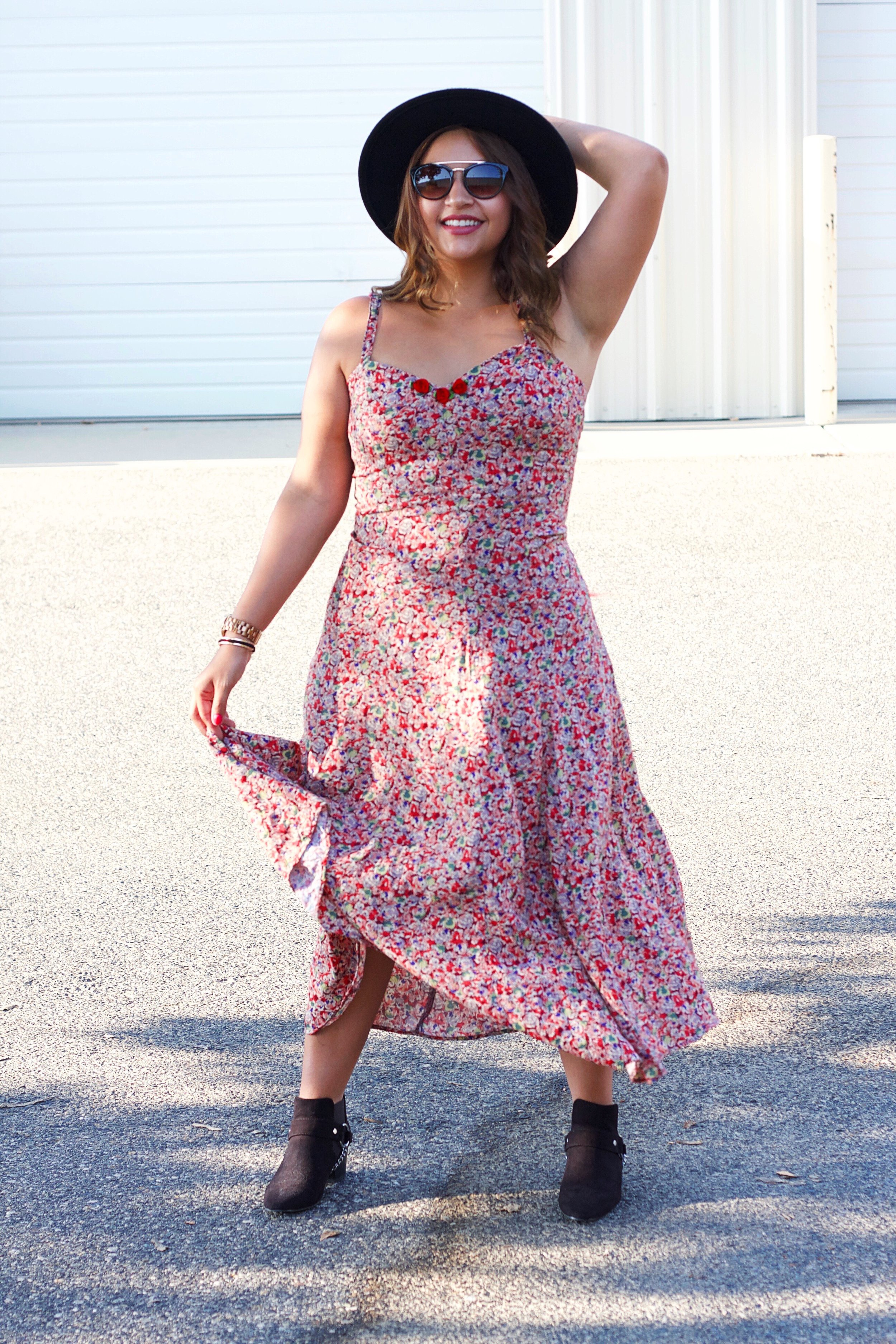 Thifted Fashion. Recycled Fashion Finds, Floral 90's Style Dress