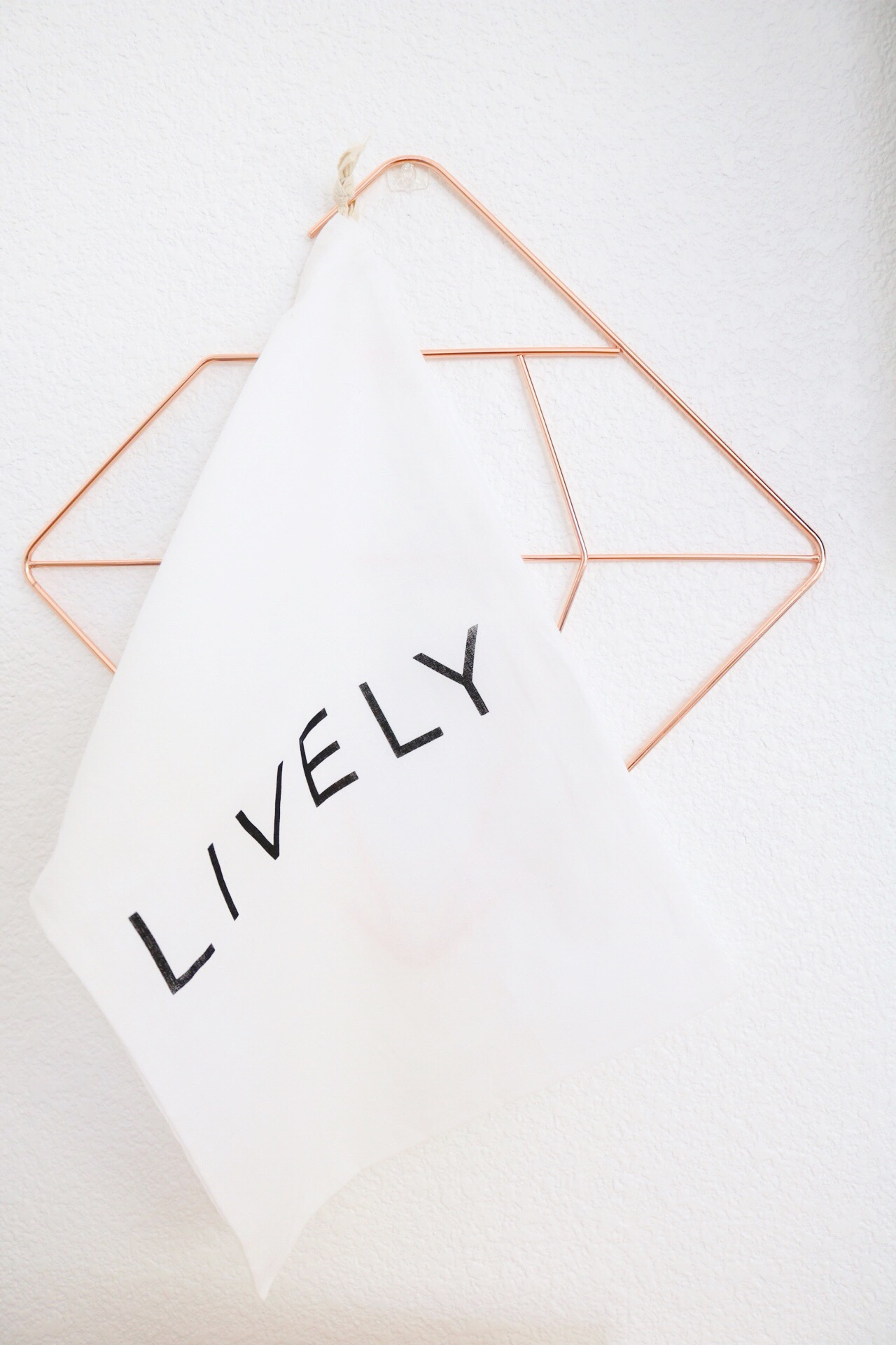 Lively linen bag and rose gold wall hang