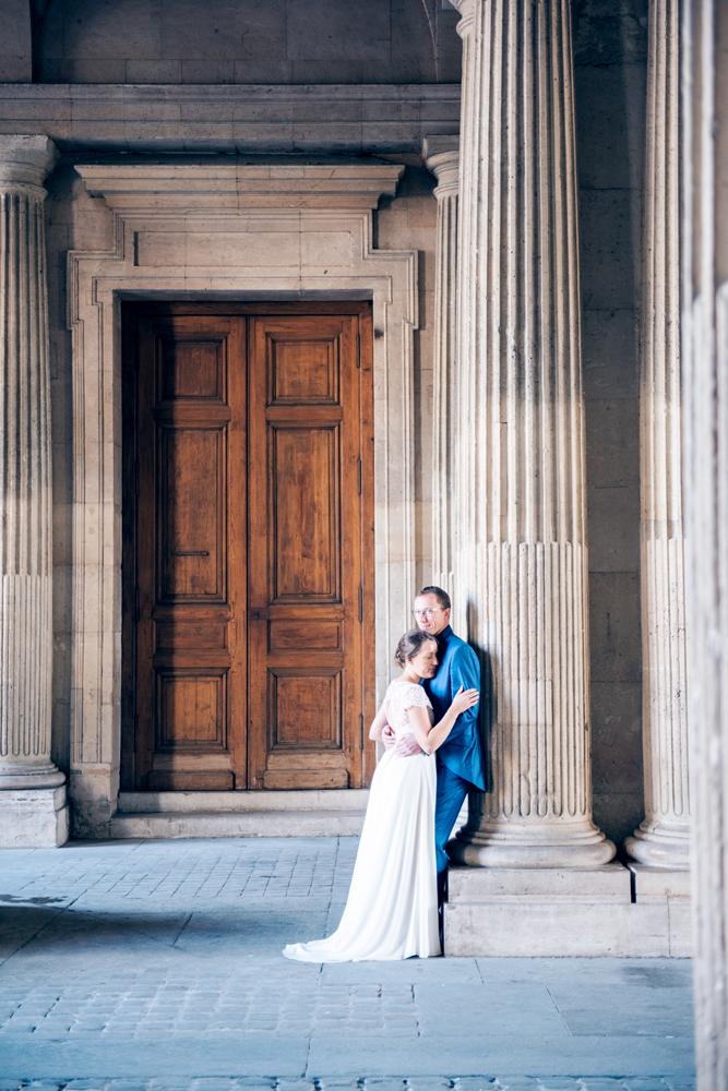 Paris photographer - Post wedding photo shoot in Paris with Perrine and Boris at the Louvre museum