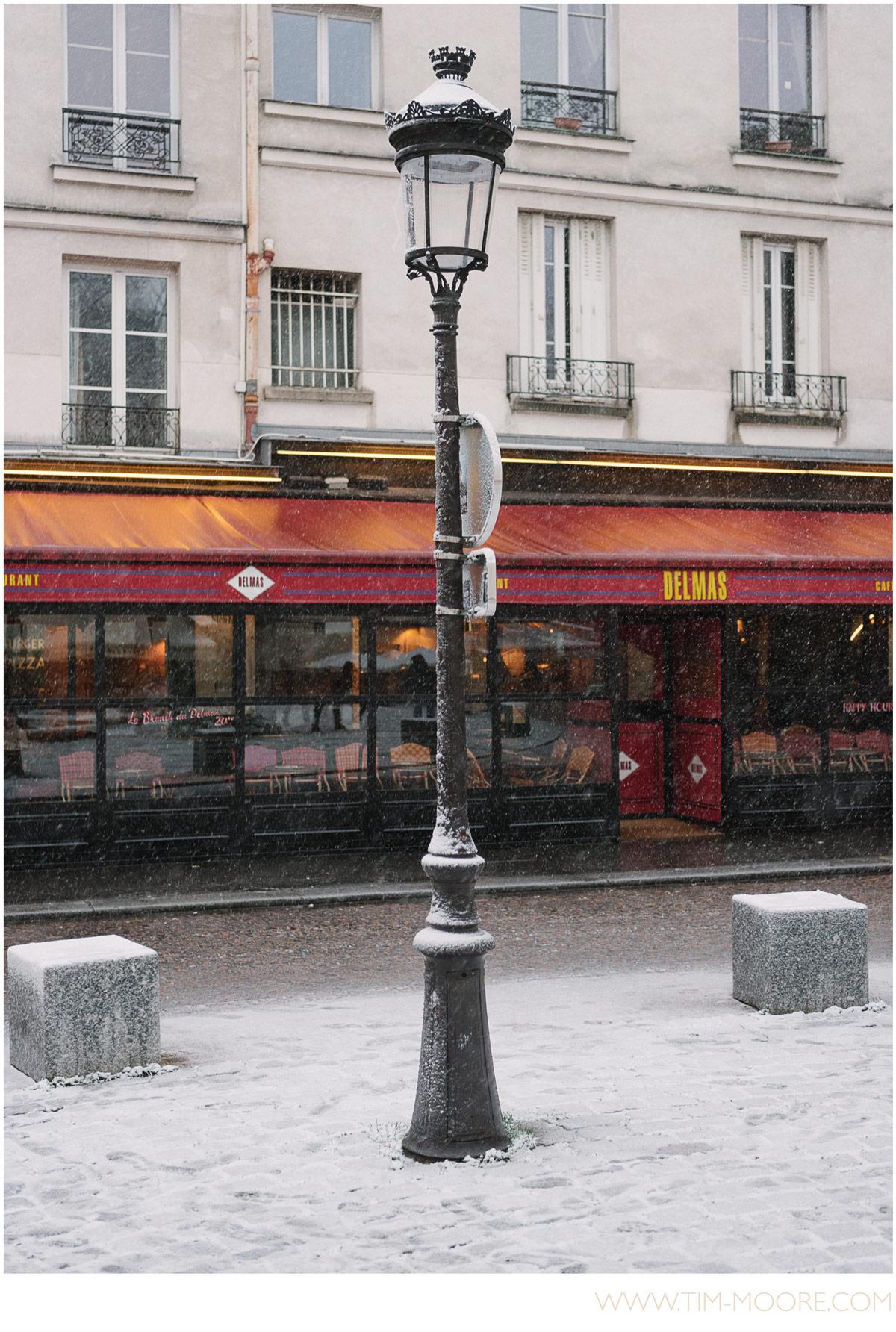 Paris-photographer-Tim-Moore-lamp-under-the-snow.jpg