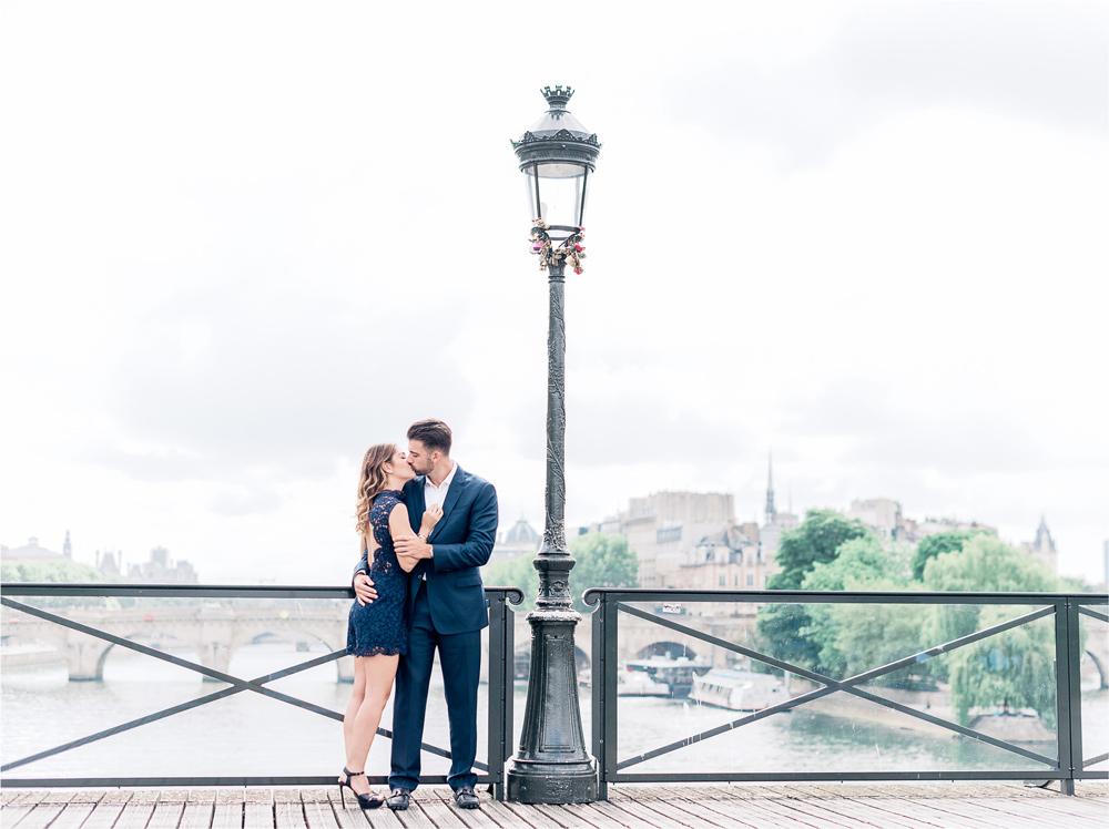 photographer in paris - Engagement photo shoot on a parisian bridge