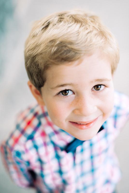 paris photographer - family photo shoot with this cute little boy in Paris