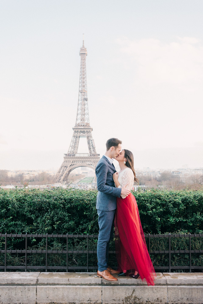 Paris couple photographer - Eiffel Tower photo shoot in Paris with this beautiful couple in Love for their Anniversary