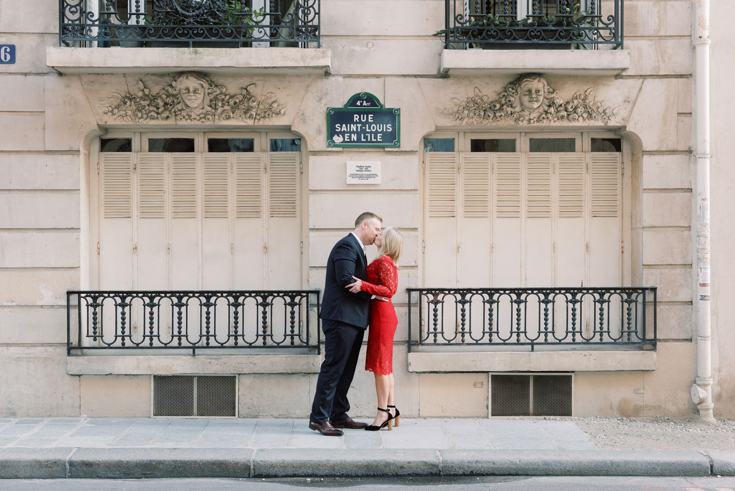Paris Photographer Tim Moore with our elegant couple kissing on the Saint-Louis Island, one of the most iconic places in Paris.