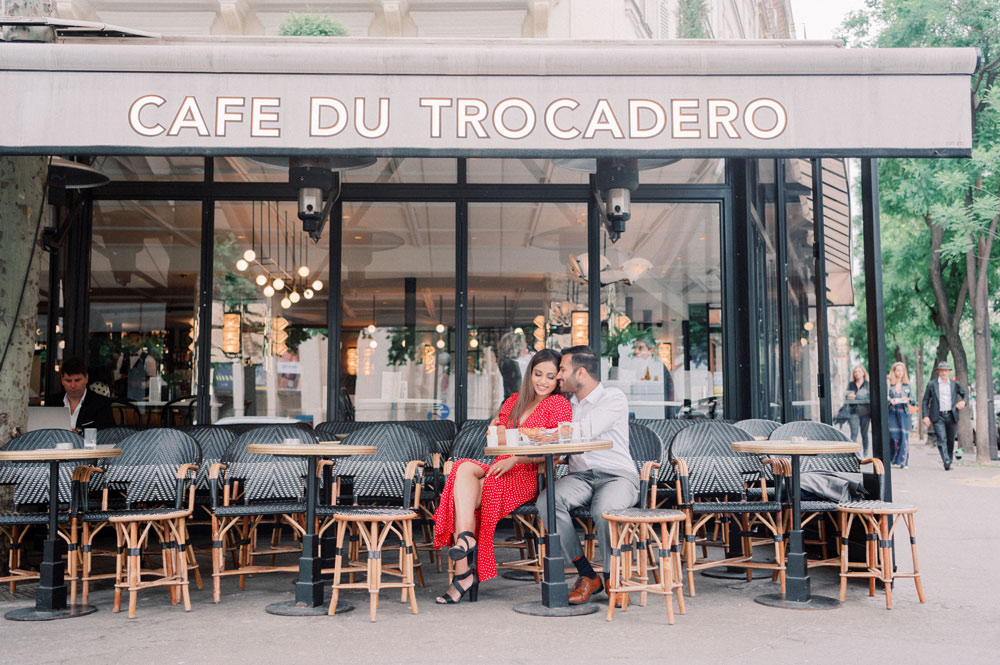 Paris Photographer - A couple sending quality time in a café in Paris by Tim Moore
