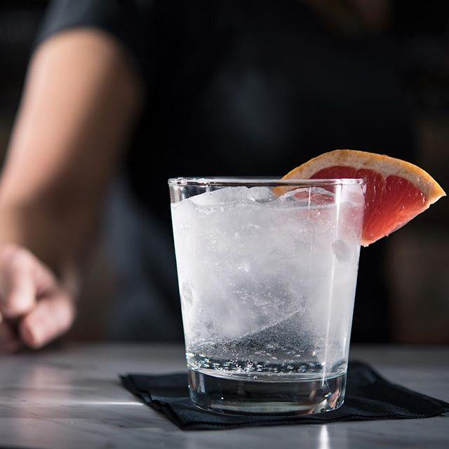 Making the scene ⚡️⚡️⚡️ . . #drinks #drinks🍹 #drinkstagram #drinkswithfriends #cocktail #cocktails #cocktailhour #cocktailsocial #cocktailart #cocktailtime #cocktailphotography #cocktailculture #orangecounty #oc #santaana #dtsa #night #nightout #eatchow