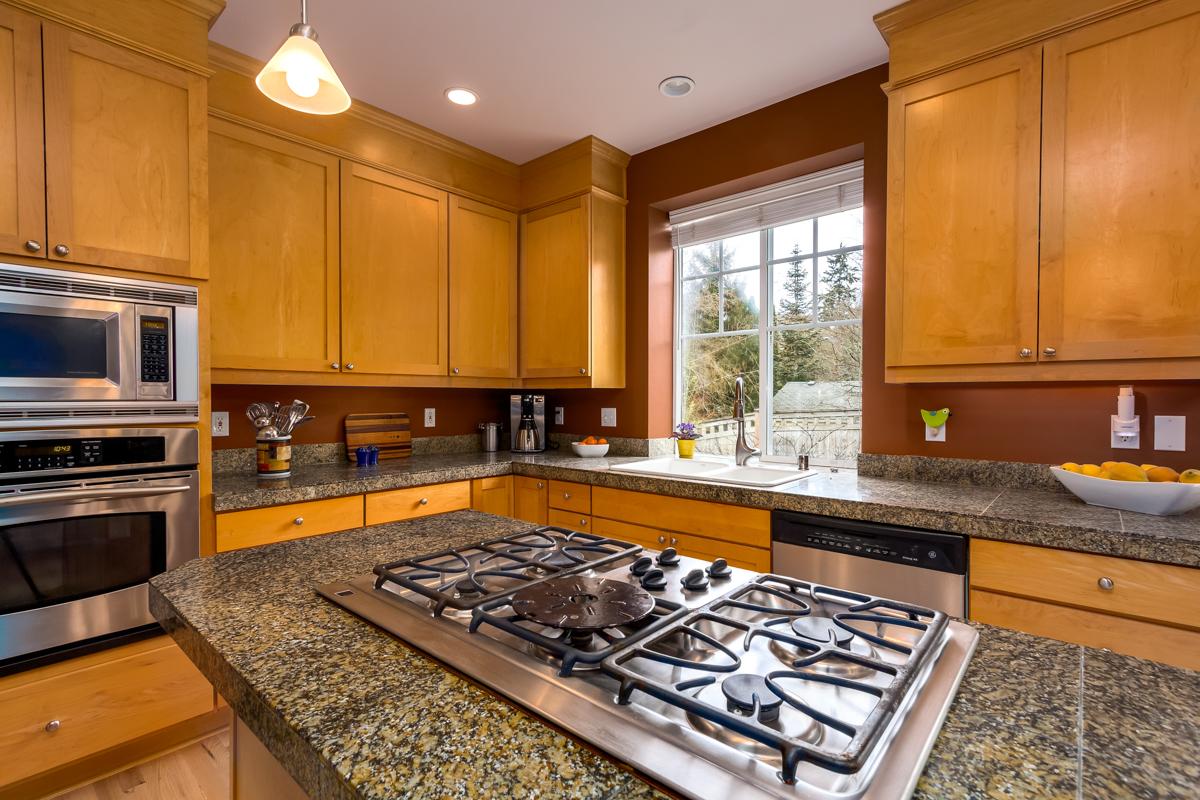 10.Kitchen close up.jpg