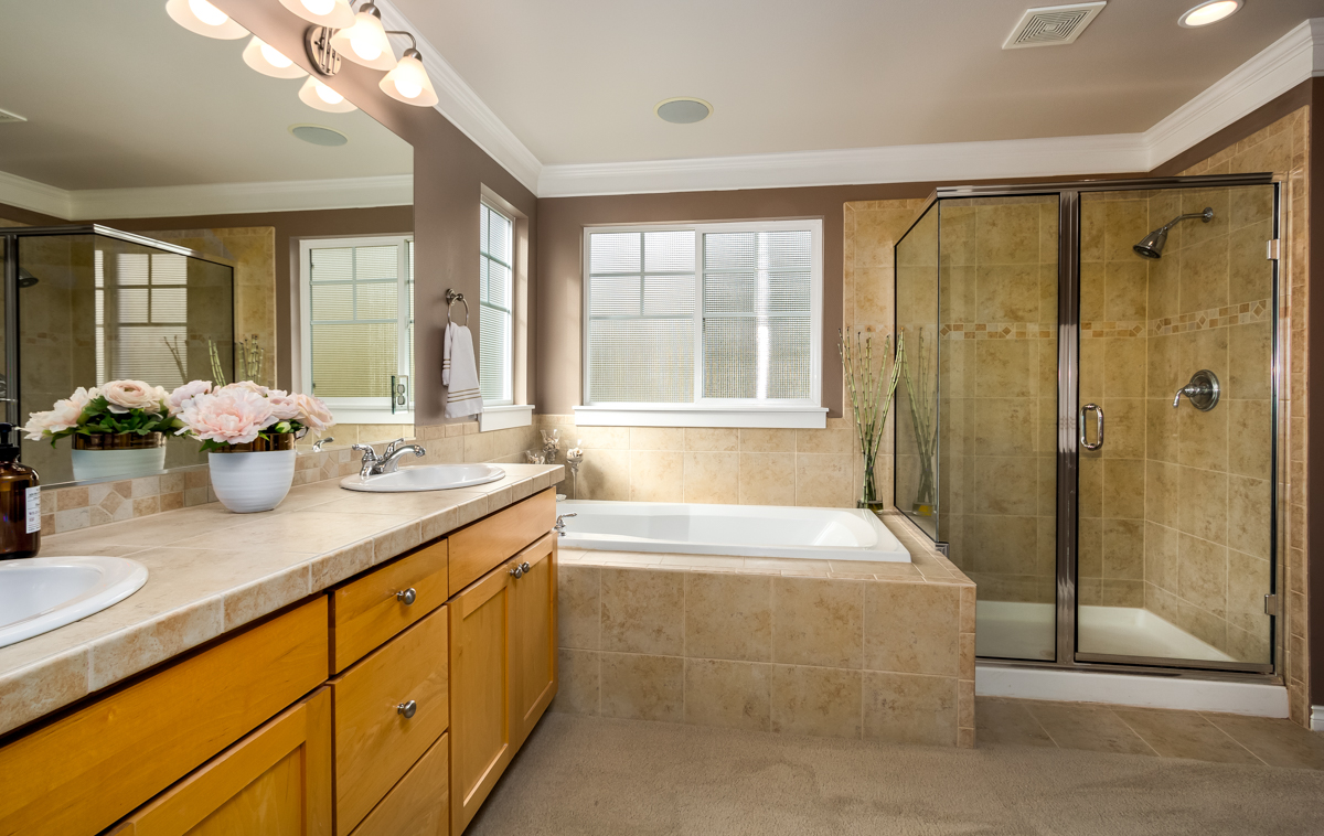 15. Master Bath.jpg