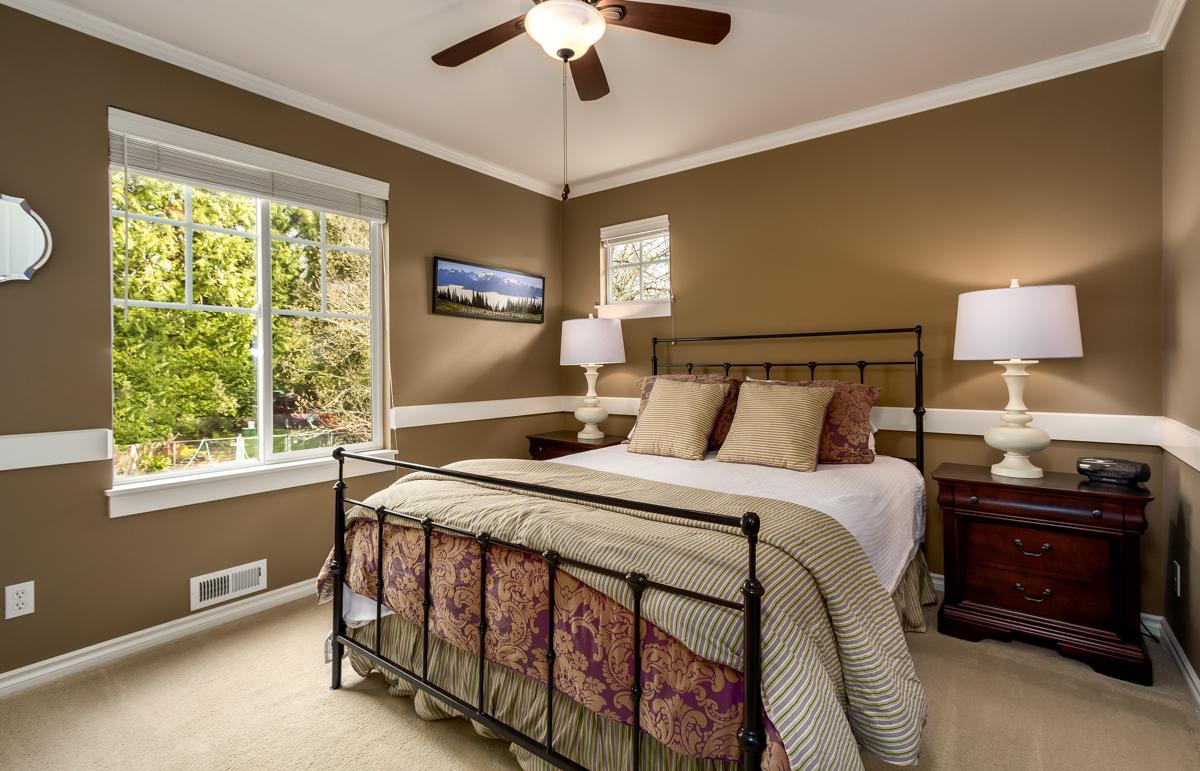 16. 2nd bedroom.jpg
