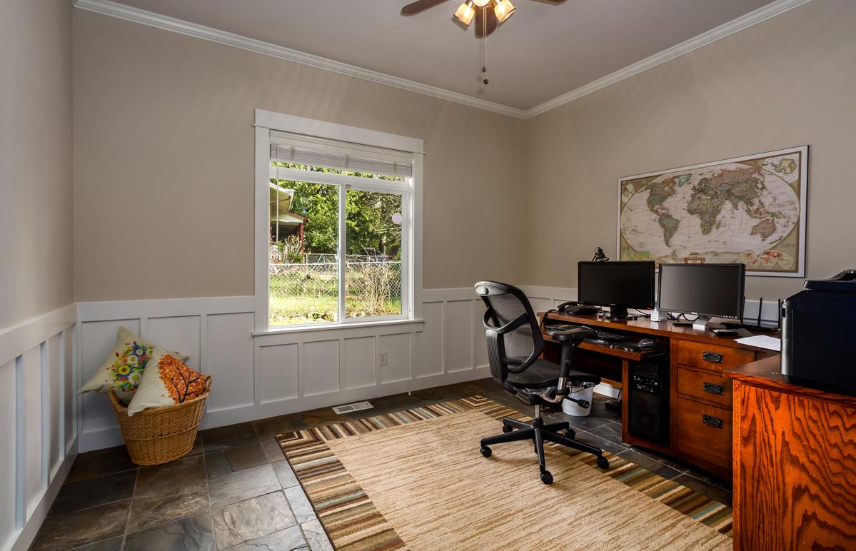 20. office.jpg