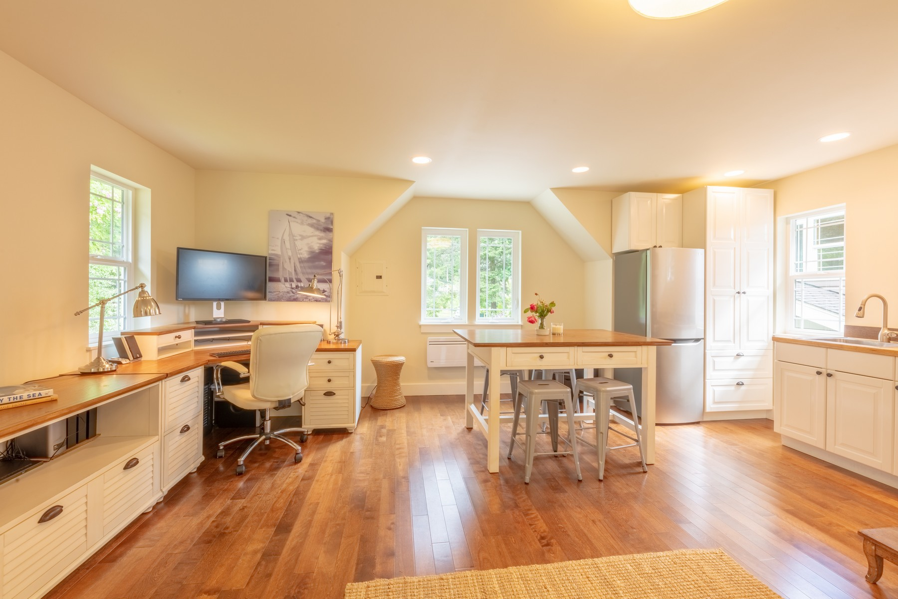 Over  the  garage  is  a  separate  450  SF  office/studio  with  a  small  kitchen,  second  refrigerator  and  oven,  and  ¾  bath.