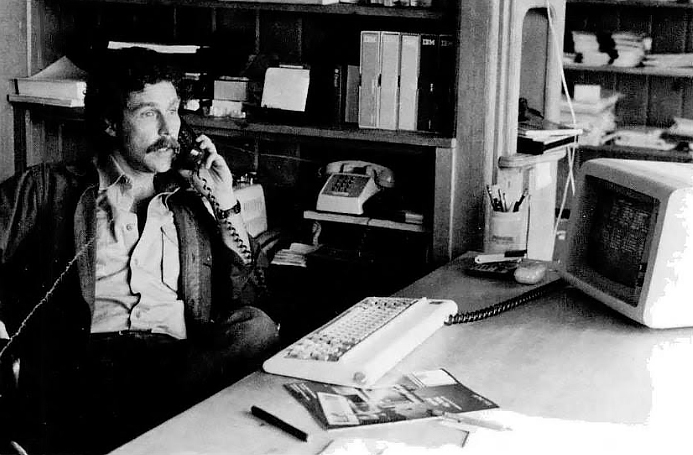 Andrew Fluegelman in his office in 1982