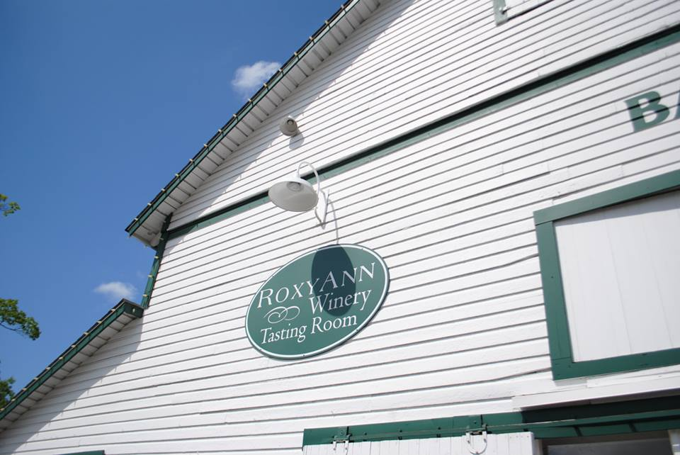 ROAM THE ROGUE - Seven Wineries, One Day - What to do in Southern Oregon - Things to do - Wine Tasting  - Upper Rogue Wine Trail - Roxy Ann Winery