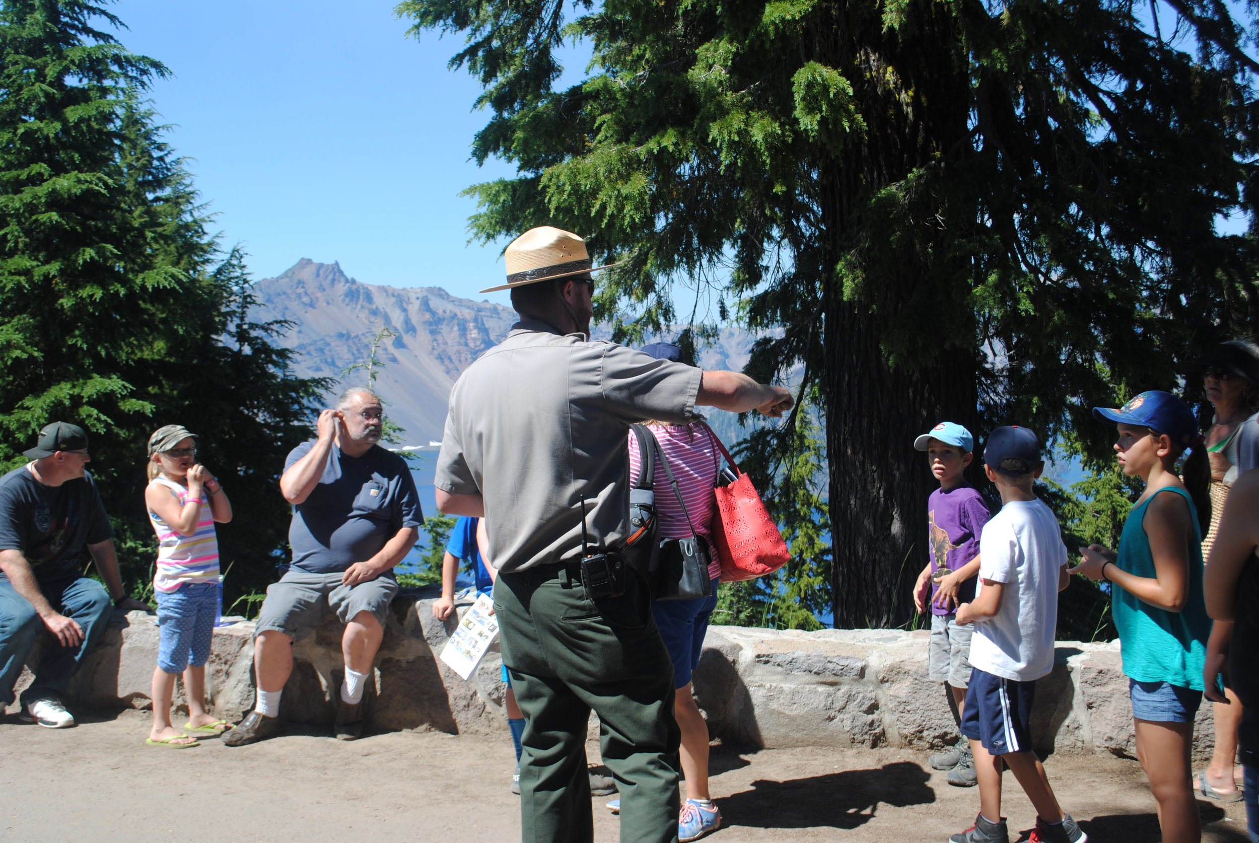 CRATER LAKE - What to do in Southern Oregon - Summer - Things to do - Kids - Hiking - Junior Rangers