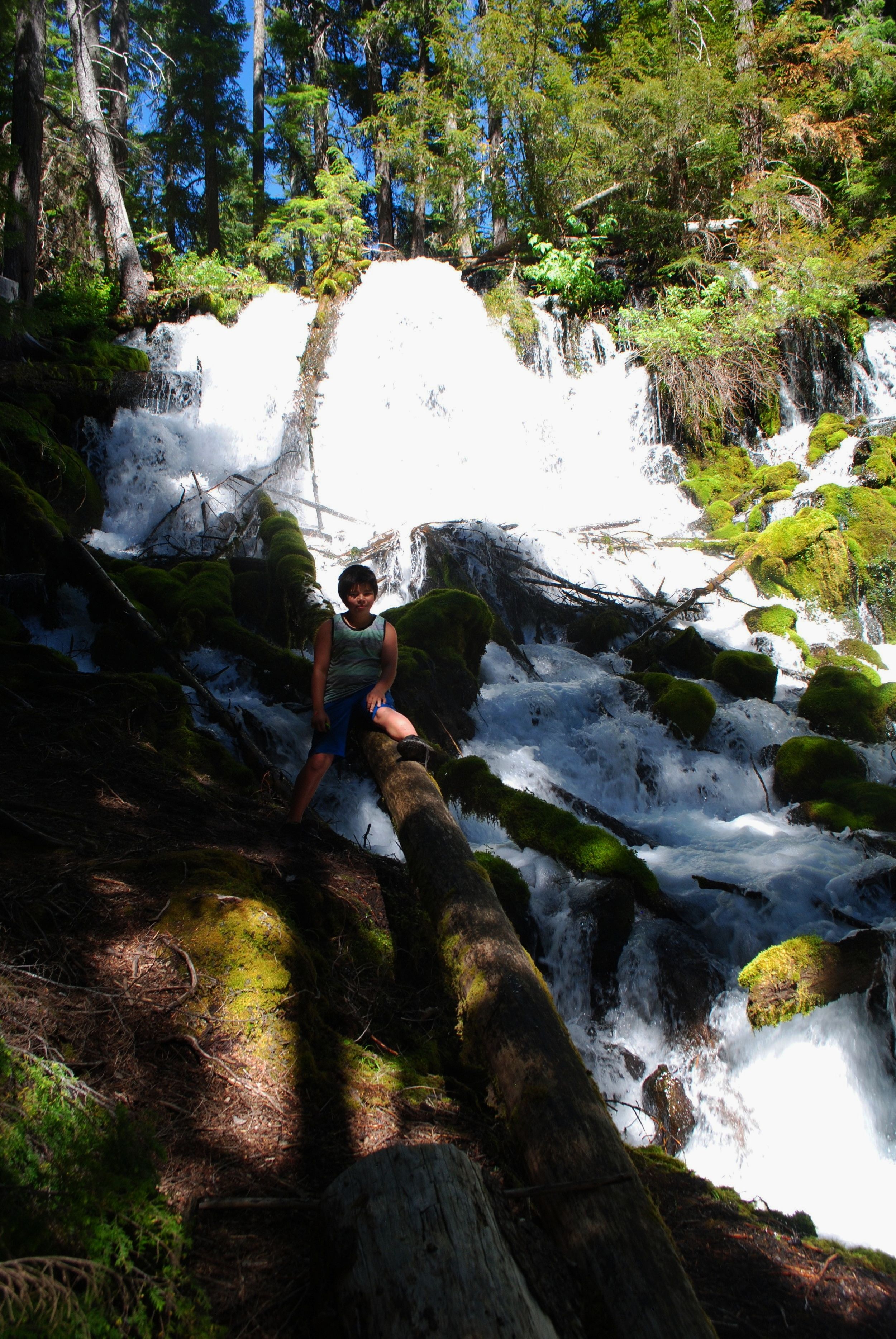 FOUR WATERFALLS, ONE DAY - HIKING ADVENTURES WITH KIDS - What to do in Southern Oregon - Things to do - Douglas County - Clearwater Falls