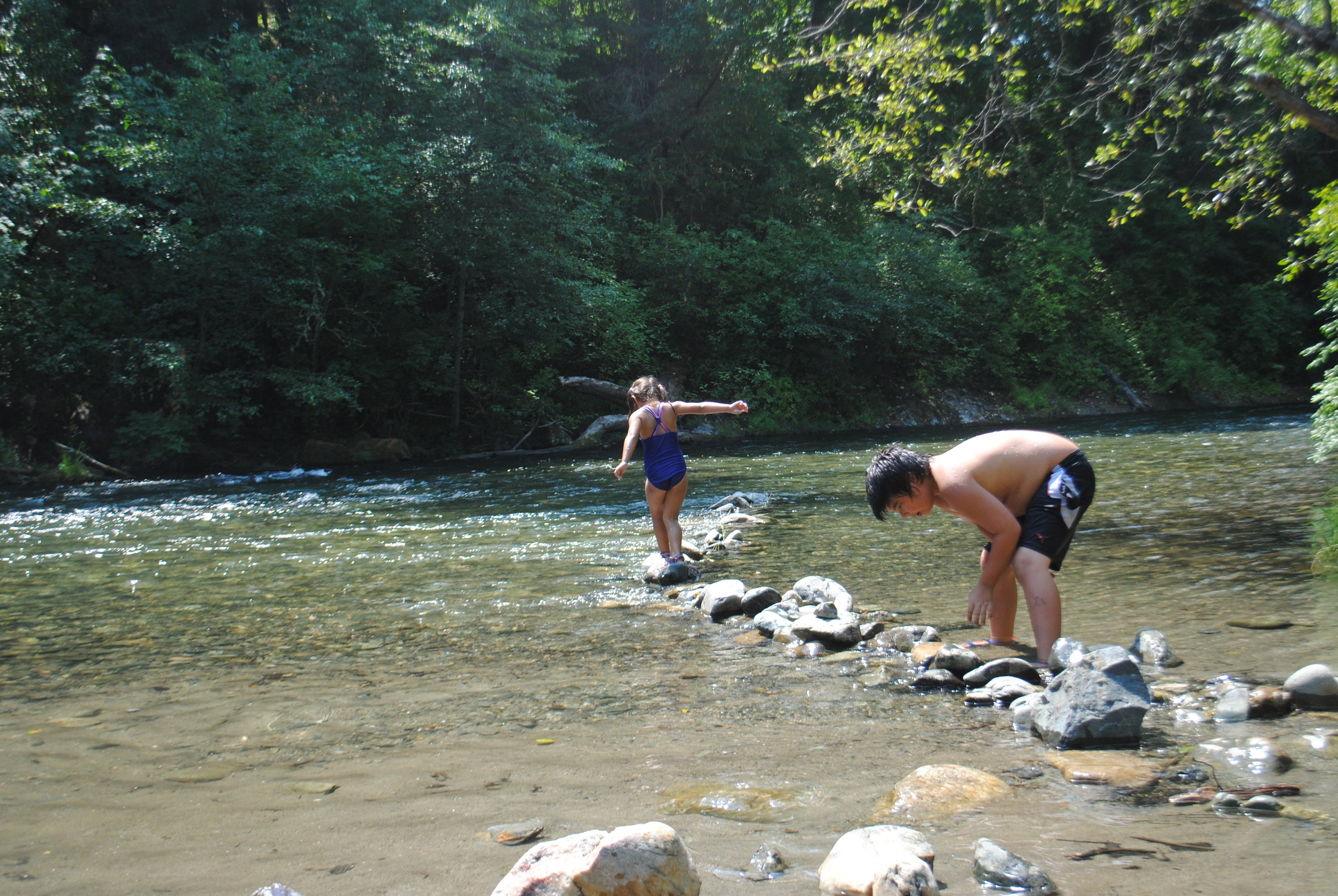 MCKEE BRIDGE - Swimming Hole - What to do in Southern Oregon - Outdoor Adventures - Fun with Kids - Applegate River