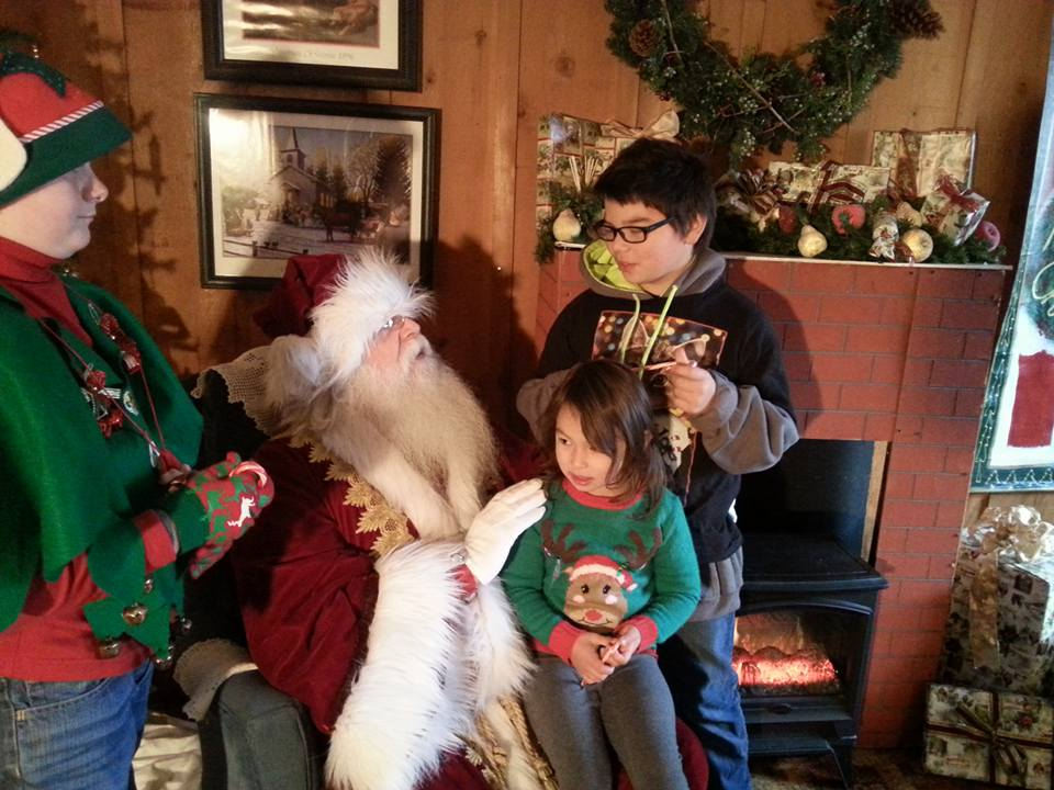 Jacksonville Oregon Victorian Christmas - What to do in Southern Oregon - Santa - Parade