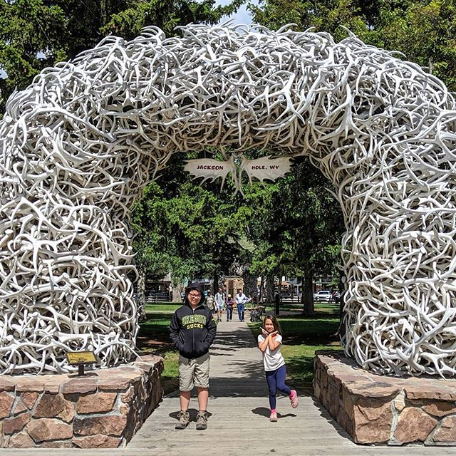Who's been to Jackson Hole, Wyoming?  I wanted to drive through just to check things out and then we all got sucked into this tiny touristy town.  So many cute little shops, restaurants, and photo ops, we had to walk around to take a picture under the antler archway.  Since it was a Sunday we didn't get to see a shootout but we did stop for lunch @roadhousebeer.  There food was exceptional and the beer was fantastic!  Gary and I have already vowed to go back for a couples weekend to dig deeper and explore more.  Any suggestions for us when we go back?  #PierceFamilyAdventures #JacksonHole #JacksonHoleWyoming #visittheUS #visitWyoming #wyominglife #thatswy #travelwyoming #travelbloggers #familytravelblogger #goadventuretogether #goexplore #adventuremore #travel #trekarooing #gowithnugget #adventuringwithkids #childrenwhoadventure #funwithteens #funwithkids #exploretogether #explorewithkids #exploremore #takeyourkidseverywhere #travelmum  #funcity #mommyblogger #Oregonbloggers