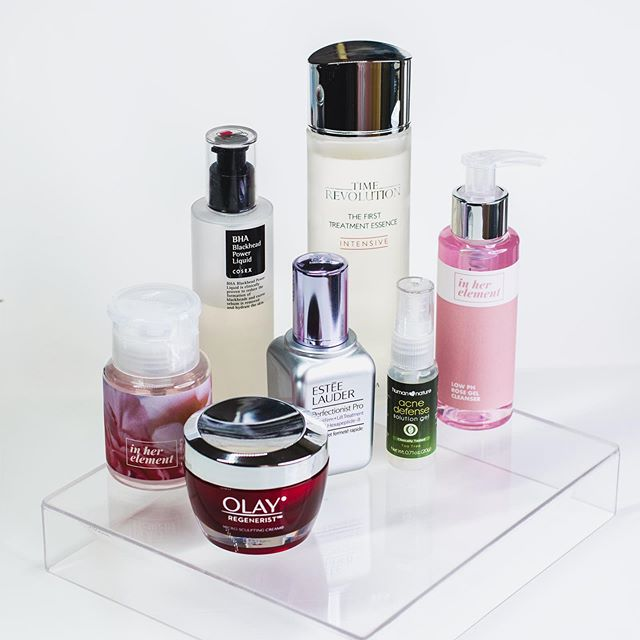 Project Vanity writer Crystal shares her tips on managing her super oily skin. One tip was to remove SLS-based cleansers in her routine. SLS, or Sodium Lauryl Sulfate is a common ingredient facial washes, and is used to give them a rich lather that makes your skin feel squeaky clean. However, this can also strip skin of moisture so it's best to opt for cleansers that are free from sulfates like our Low pH Rose Gel Cleanser.  It's a gentle cleanser that has a fragrance-free formula and has the pH level of 5.5-6 to keep skin balanced. 🧖♀️ Try it for yourself for P375 (50ml) and P675 (110ml) at www.inherelement.ph. 🛒