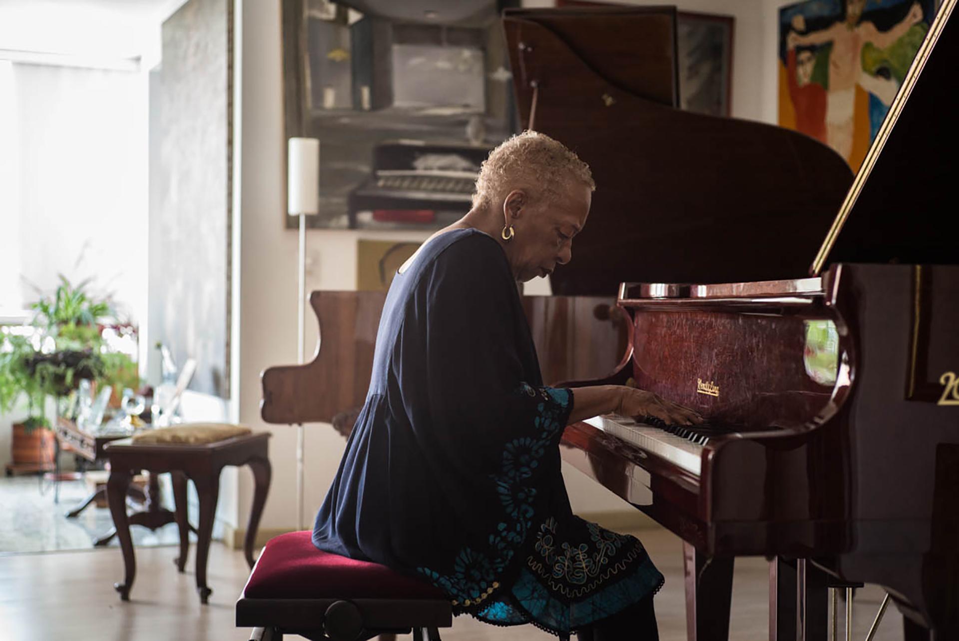 teresita_gomez_piano