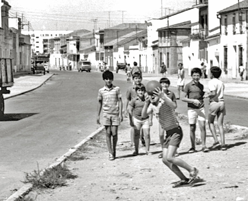 Children playing to Pachanga. Don Benito, Extremadura. 1962
