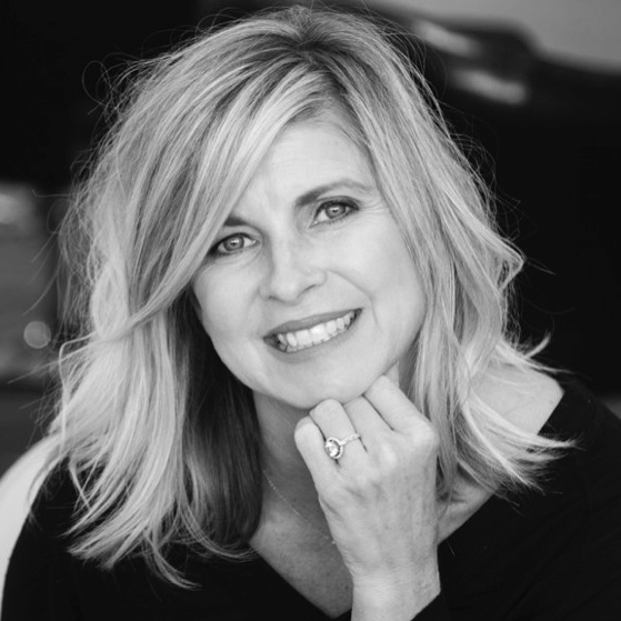 KIM KWIATKOWSKI - Kim is the owner of Oak & Ivy Boutique and hair designer of 20 years. Kim is passionate about providing curated styles for women to feel confident.