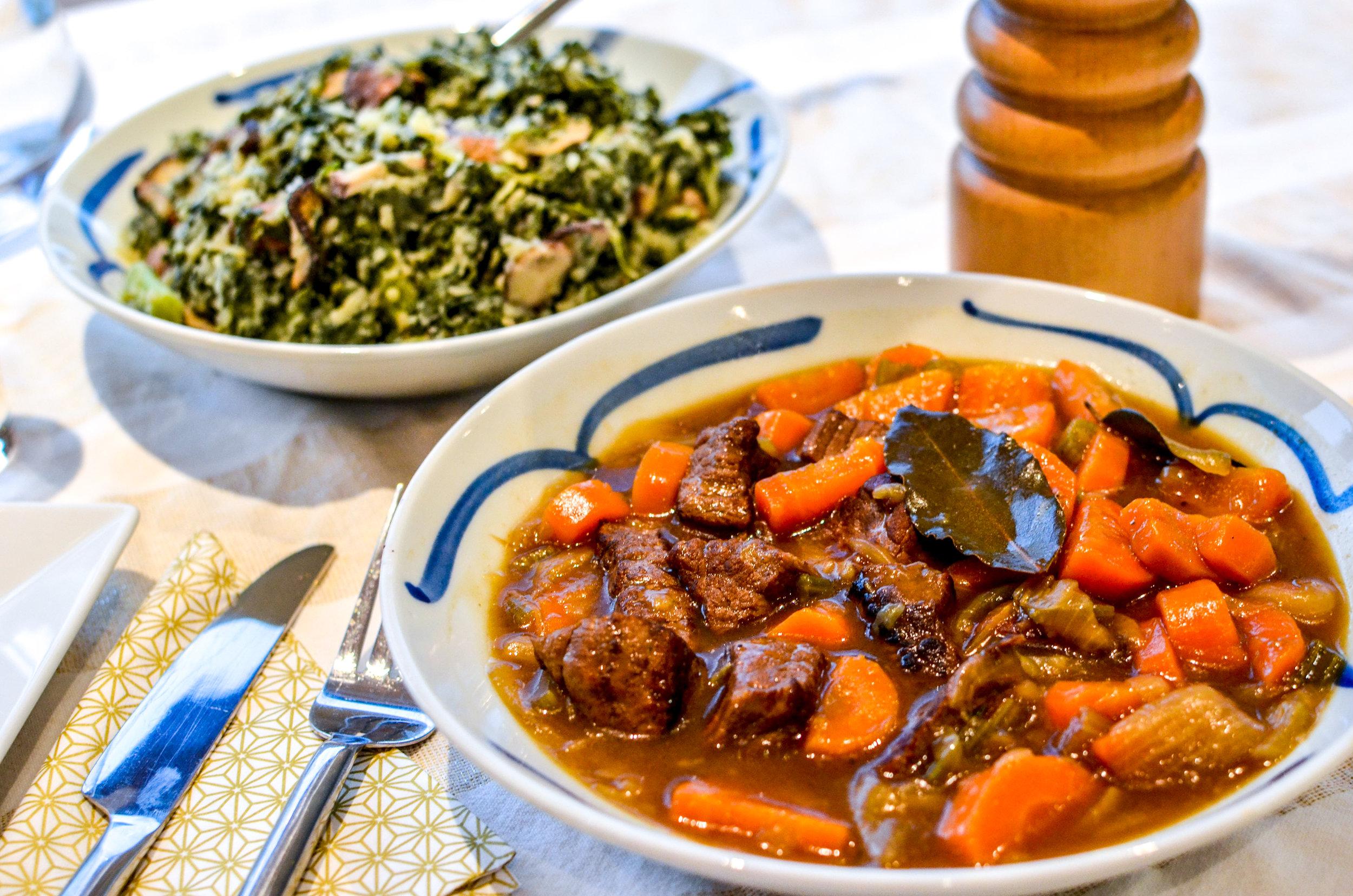 Meal 1 by chef Nathan: Carbonades flamandes (Bœuf, Carottes,Champignons Shiitake, Champignons châtaigne, Chou Kale, Pomme de terres rouges, Céleri Vert Botte, Oignons, Thym, Bière brune, Pain d'épices)