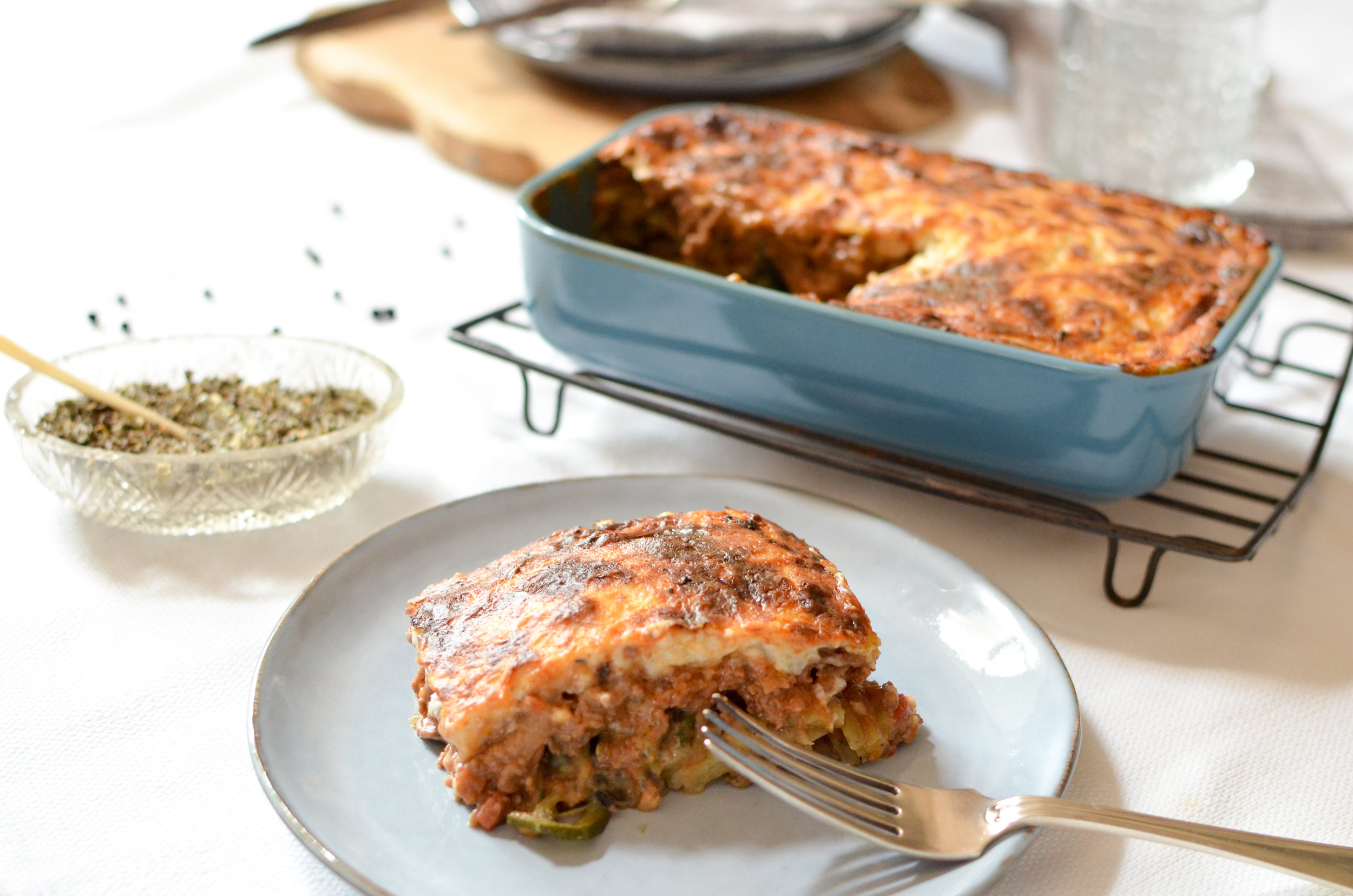 Ingredients :  Mousaka (minced beef,   eggplant, zucchini, potato, tomato cubes, tomato concentrate, onion, garlic, thyme, cinnamon, clove, olive oil, salt, pepper) ; Béchamel ( butter, flour, milk, parmesan,  nutmeg, pepper, salt).