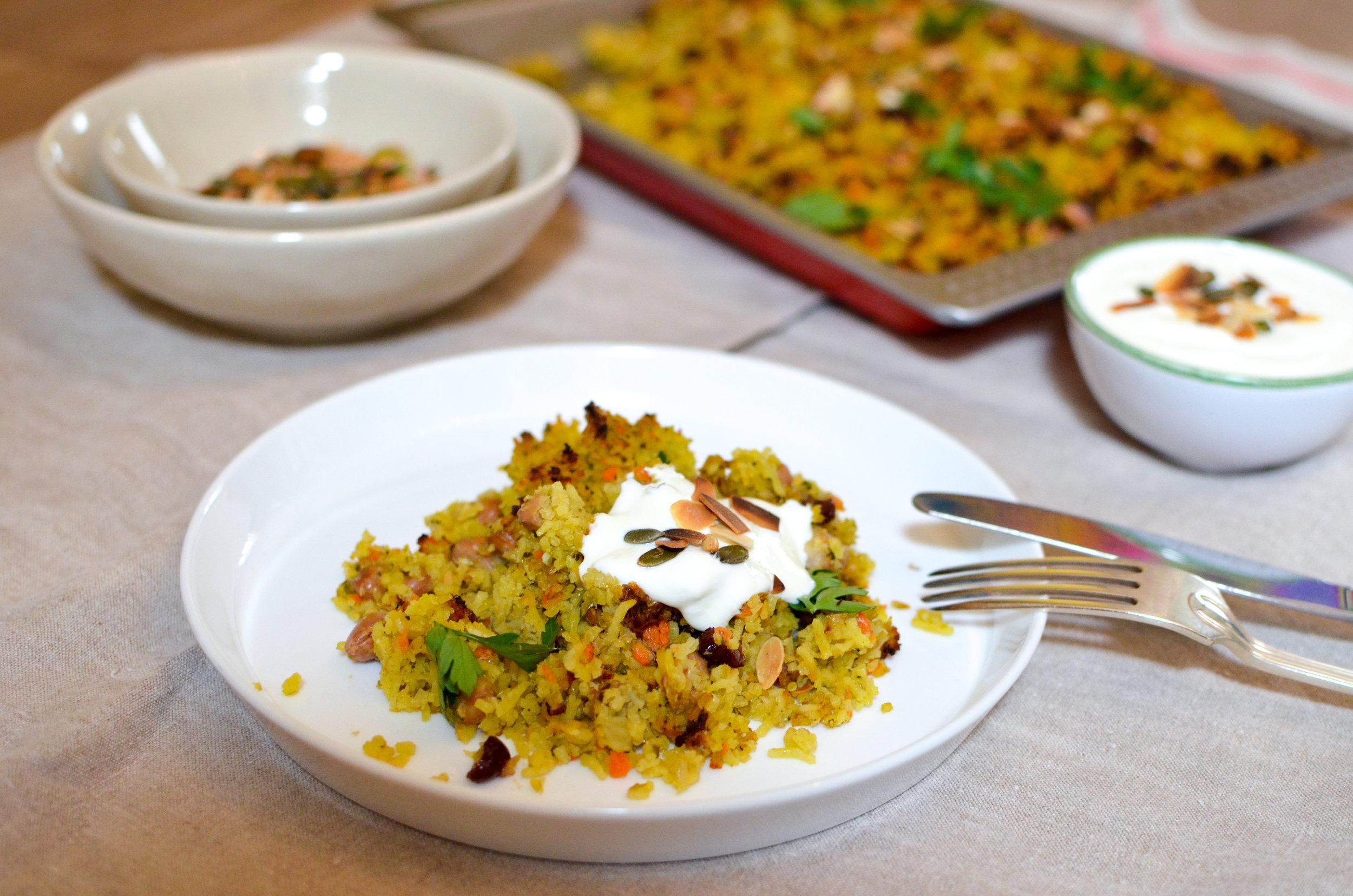 Ingrediënten:  Basmati rijst, venkel, wortel, prei, borlottiboon, limoen, veenbessen, peterselie,  amandel, pistache , pompoenpitten, safran, knoflook,  groentebouillon , olijfolie, zout, peper.