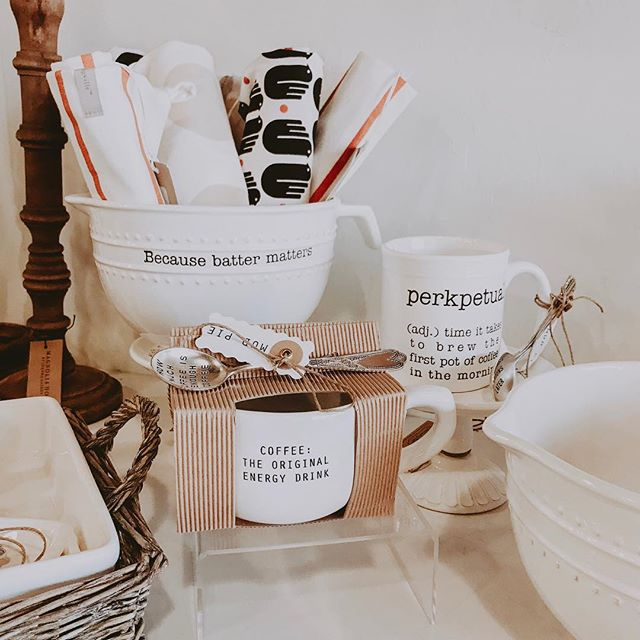 We have the cutest mudpie kitchen in right now! Add some character to your dishes and come shop with us today! . . . . . #reclaimedwarehouse #shoplocal #shopsmall #mudpie #kitchendecor #whitefarmhousedecor #homestylinginspo #homedecor
