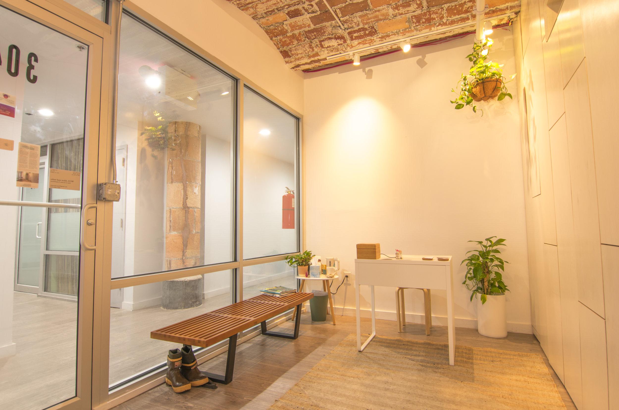 serene-offices-dumbo-reception.jpg