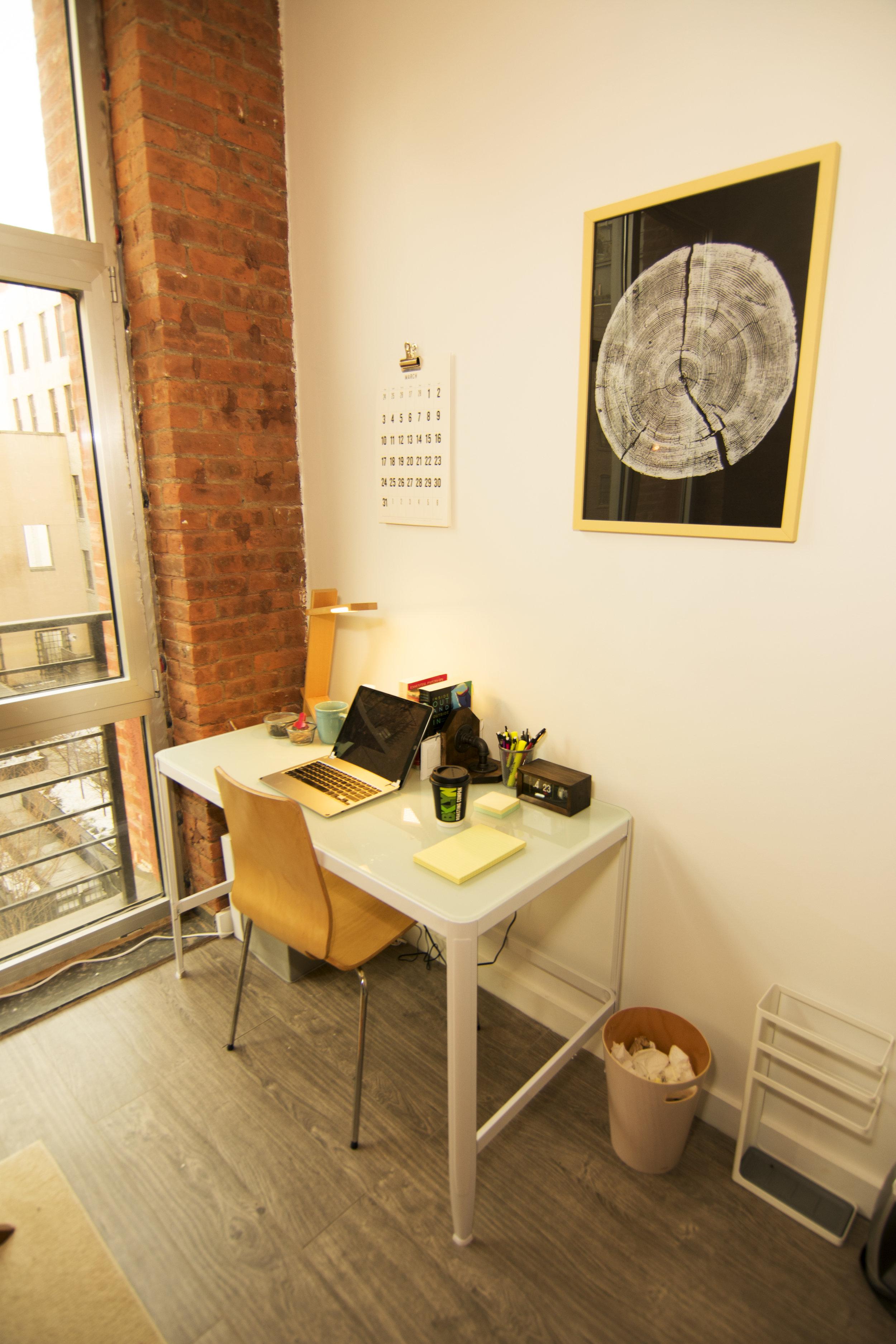 serene-offices-dumbo-therapist-desk.jpg