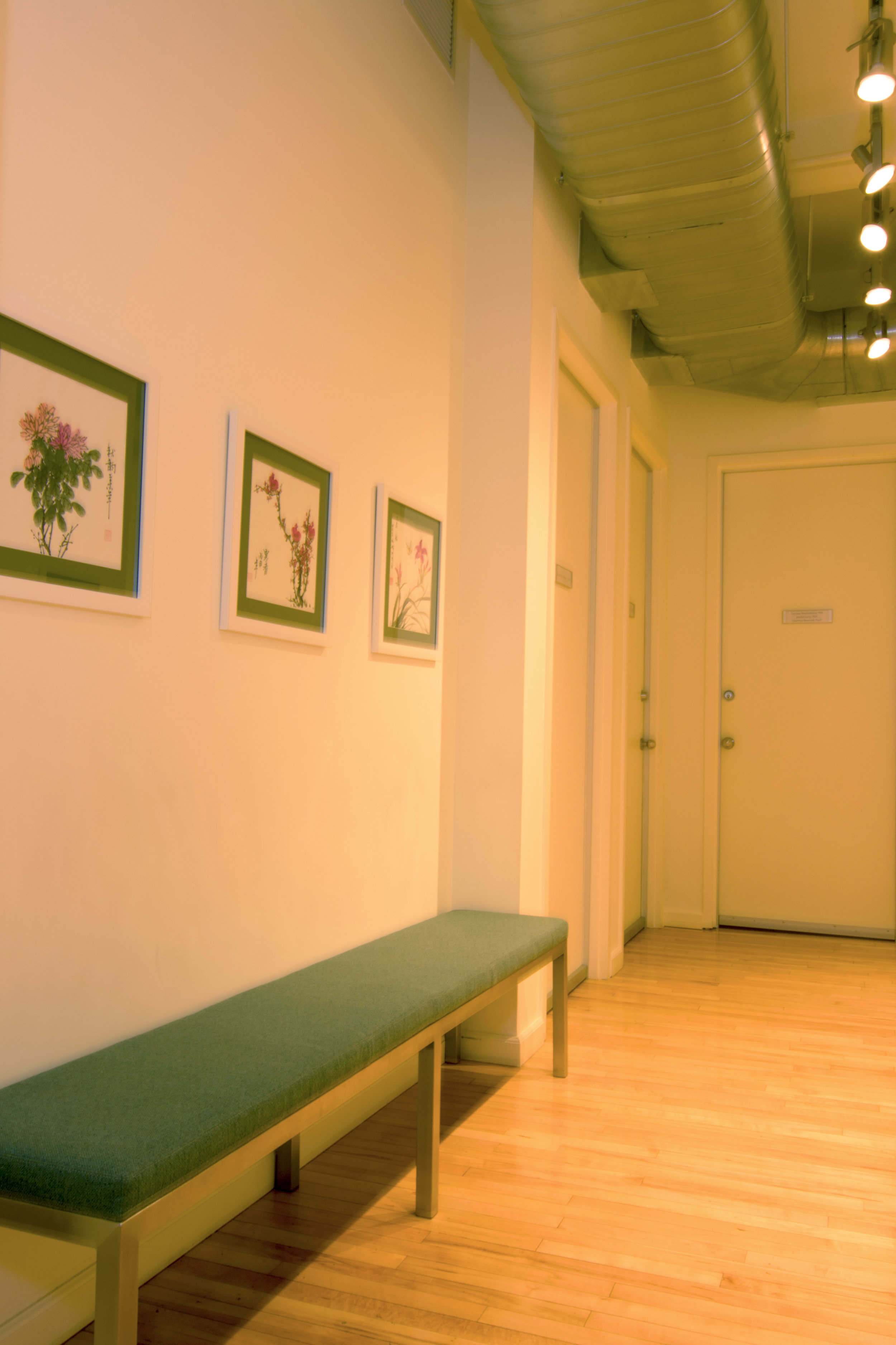 serene-offices-therapy-office-flatiron-21st-street-waiting-room-bench.jpg