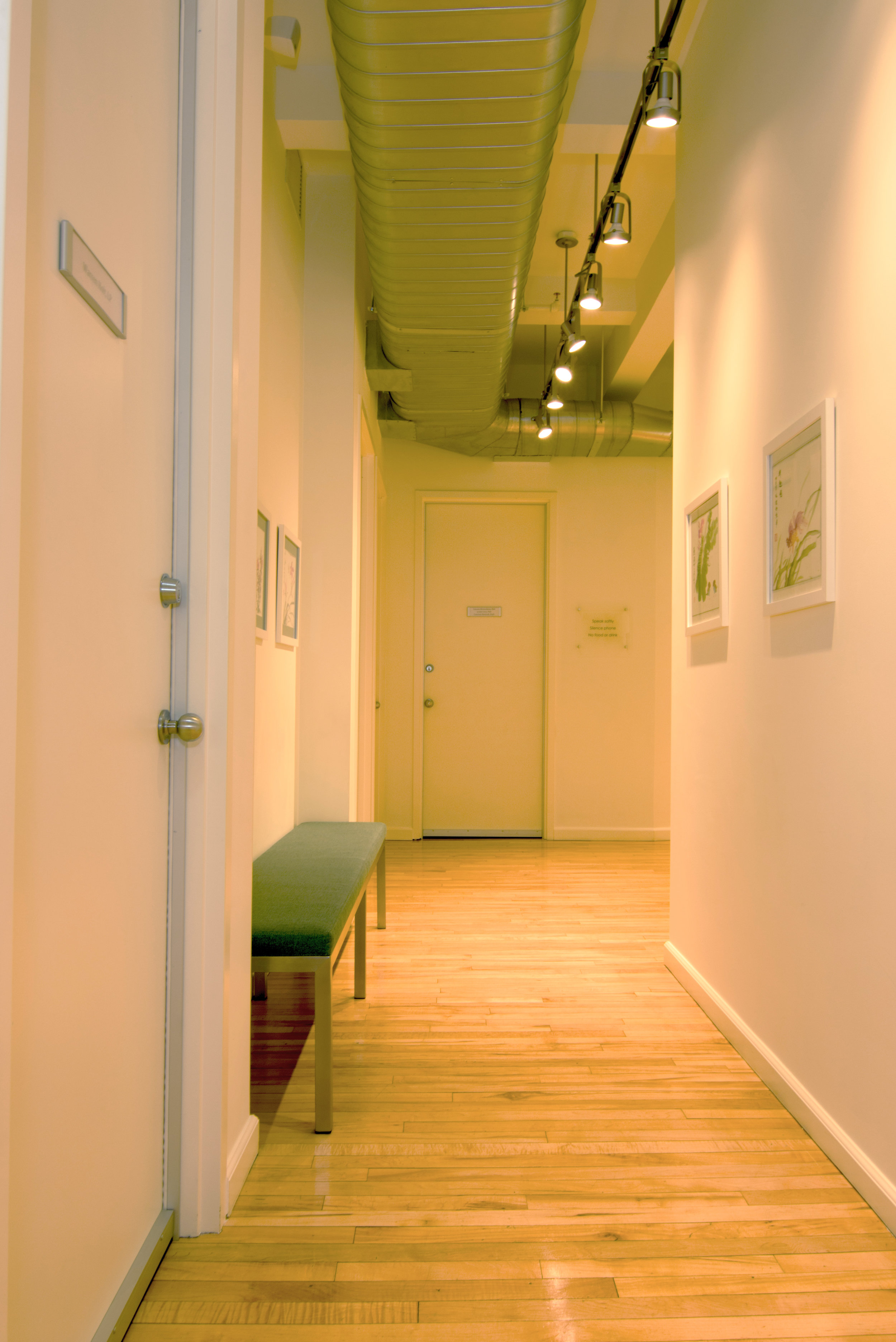 serene-offices-therapy-office-flatiron-21st-street-waiting-room-hallway.jpg