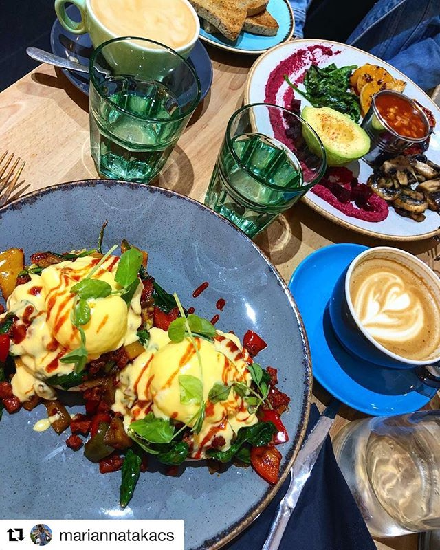 #Repost @mariannatakacs with @get_repost ・・・ #brunch breakfast #london #cafe #eggs #coffee