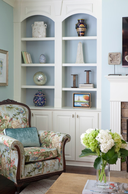 Cozy living room corner by Atlanta interior designer Grayson Pratt who talks with us today about the interior design business