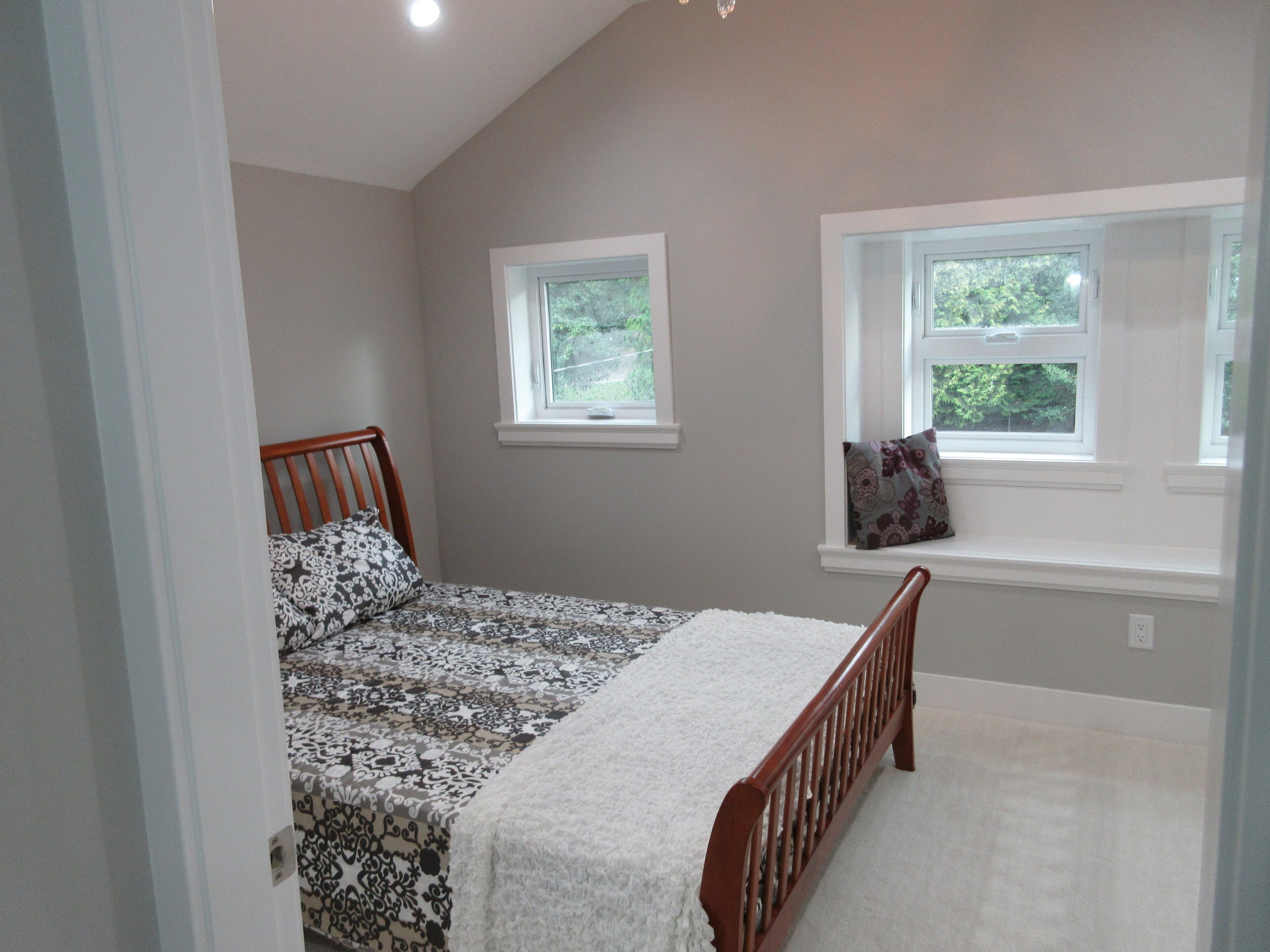 pic13 - Master bedroom with high ceilings, walkin, and ensuite.JPG