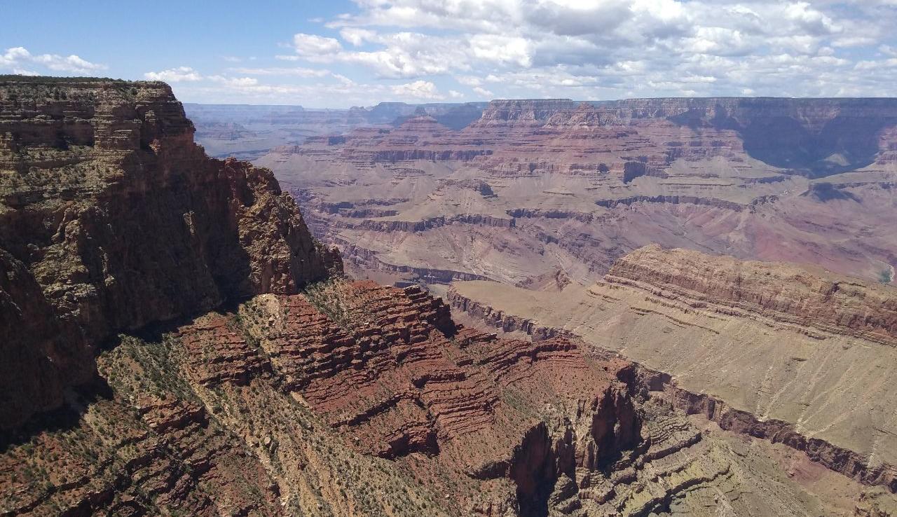 Näkymät kanjonin reunalta olivat huikeat.