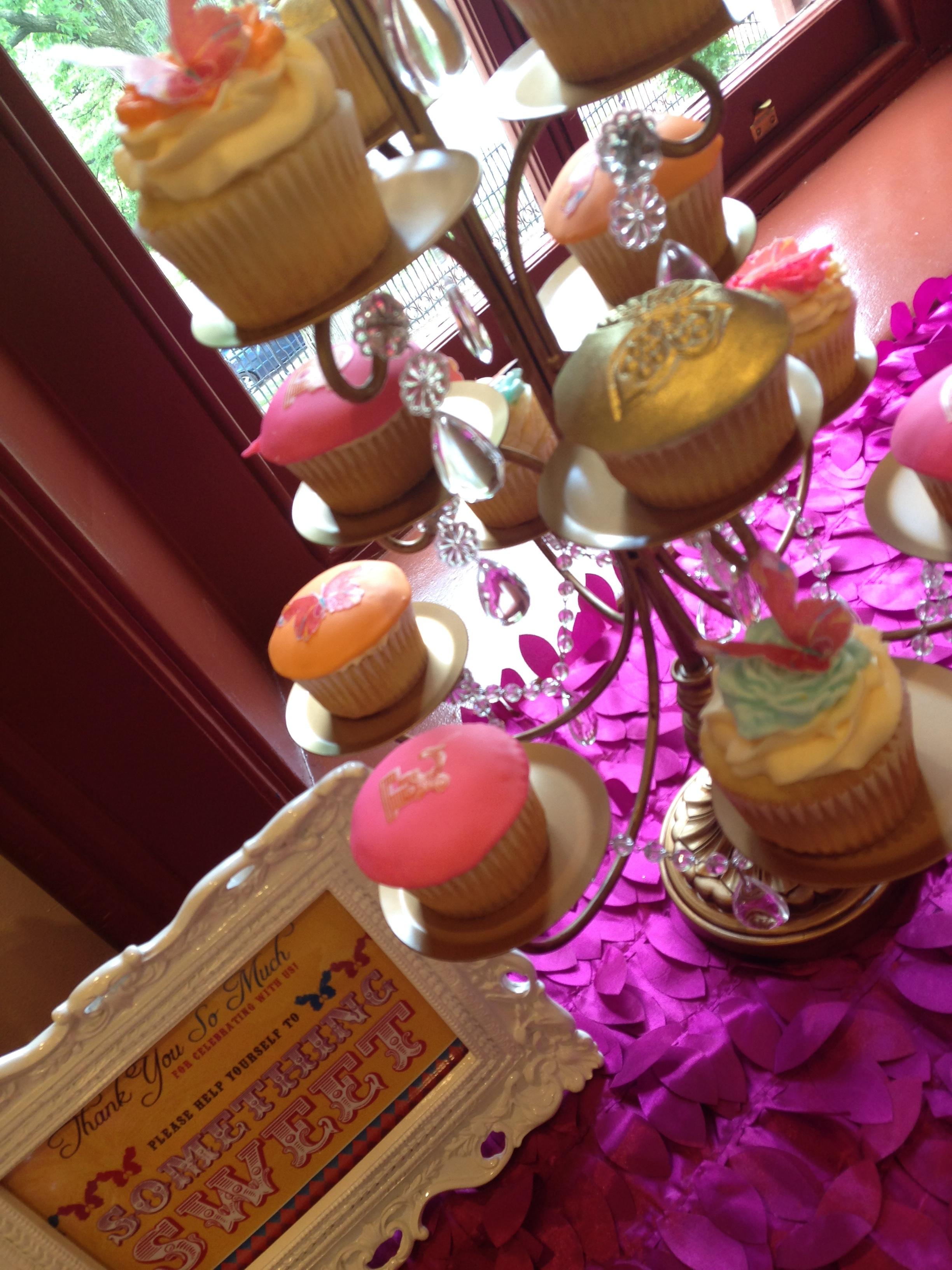 Festival Du Bebe Dessert Table - Cupcakes
