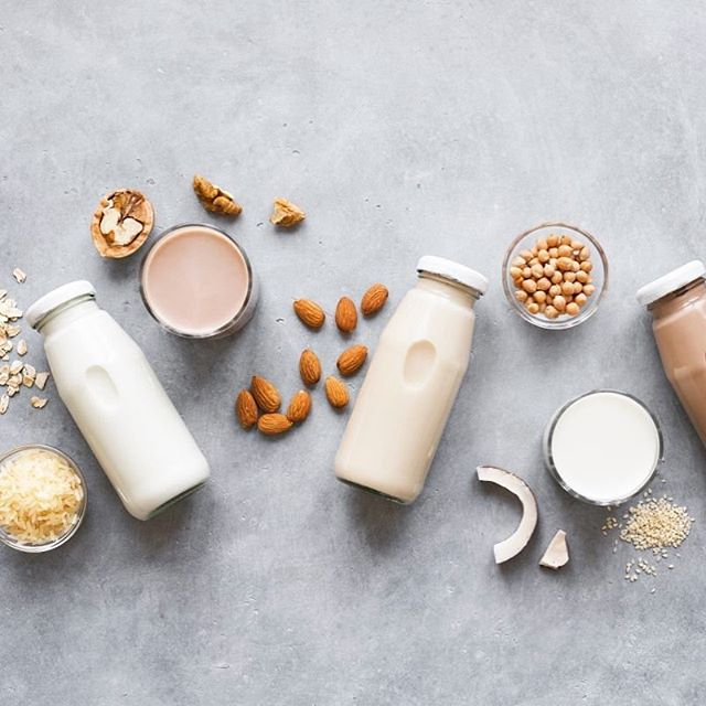 ⁣ Looking to ditch dairy? There are plenty of plant-based sources of calcium and many fortified non-dairy milks on the rise! ⁣ ⁣ Have you made the switch.......What's your favourite non-dairy alternative? #Oatmilk.... #almondmilk 🤤
