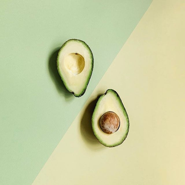 Get yourself a daily dose of Avocado which is nutrient-dense and rich in healthy fats that are helpful in lowering your cholesterol. ⁣ ⁣ The fat and fiber in avocado also helps to keep you satisfied longer and so can help you avoid cravings and maintain a healthy weight.