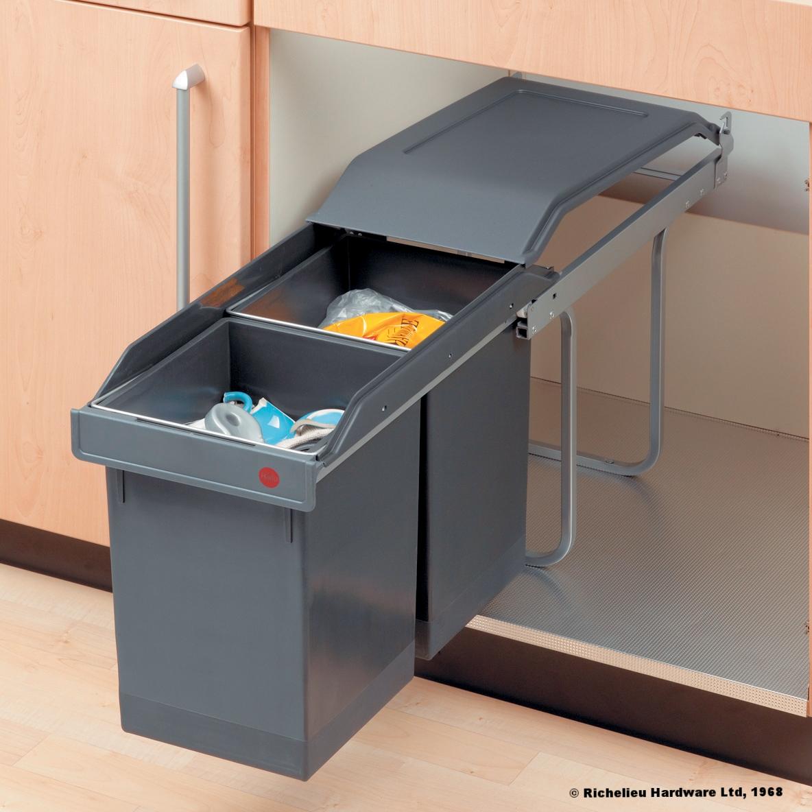 Richelieu Plastic Sliding Waste bins