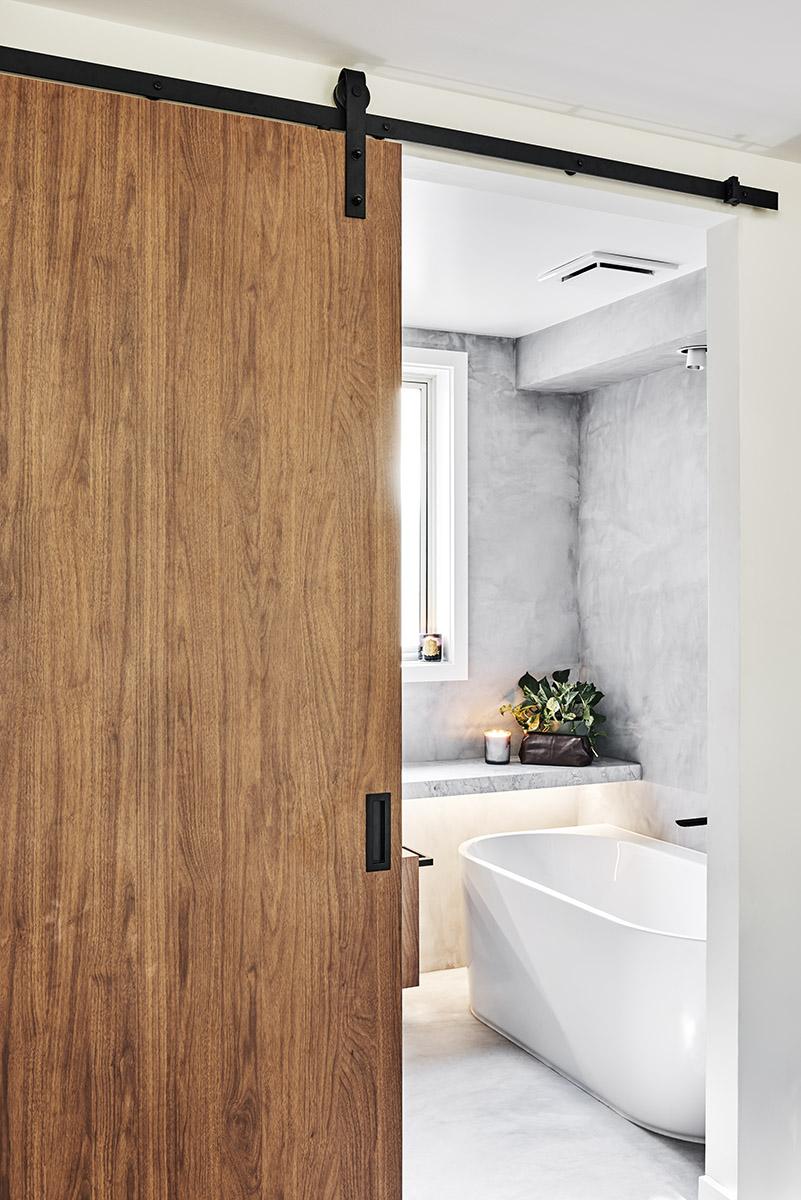 Photographer: Isamu Sawa X-Bond hand trowelled to floors, walls & shower self recess