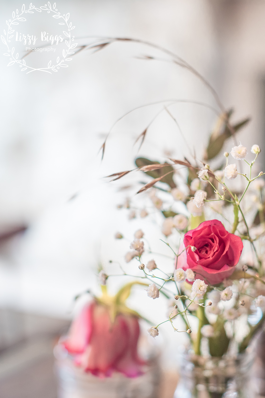 Lizzy_Biggs_Photography_coffeeshop_flowers