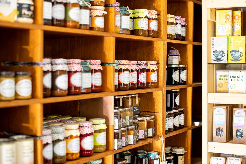 _DSC2089-jams_and_teas_on_deli_shelves.JPG
